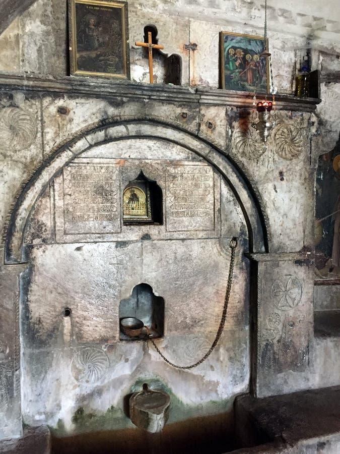 Cueva oscura, monasterio mega de Spilaio, Kalavryta, Grecia fotos de archivo