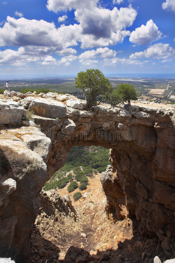 Cueva y el puente natural fotos de archivo