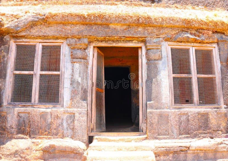 Cuevas de Carla en la montaña en la India fotografía de archivo