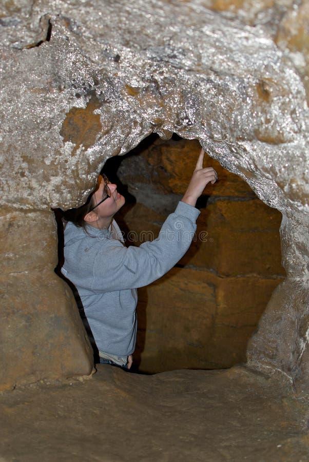 Cuevas de exploración del geólogo fotografía de archivo libre de regalías