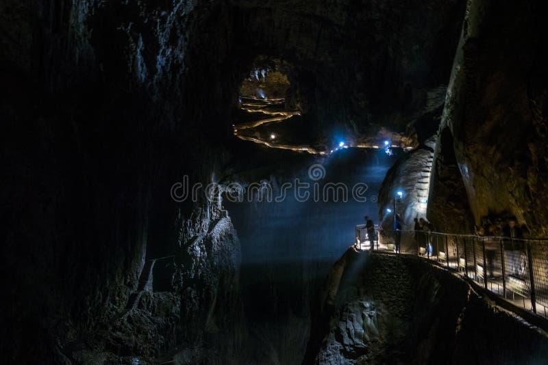 Cuevas de Skocjan, sitio de la herencia natural en Eslovenia imagenes de archivo