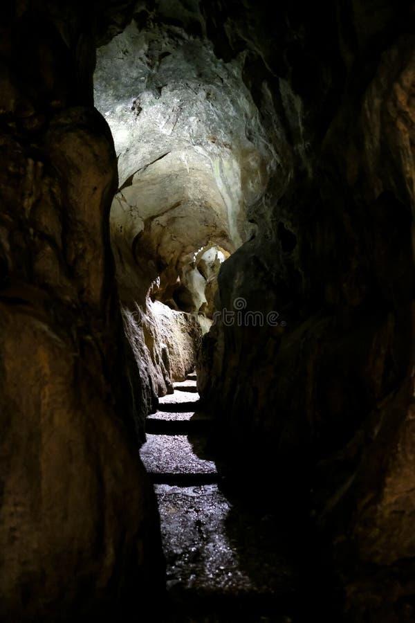 Cuevas de Zinzulusa, cerca de Castro en la península de Salento en Puglia, Italia imagen de archivo libre de regalías