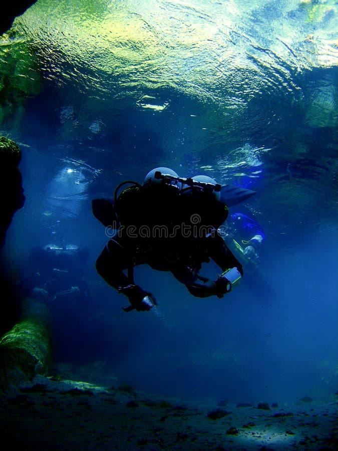 Cuevas subacuáticas de exploración - 7 fotos de archivo libres de regalías