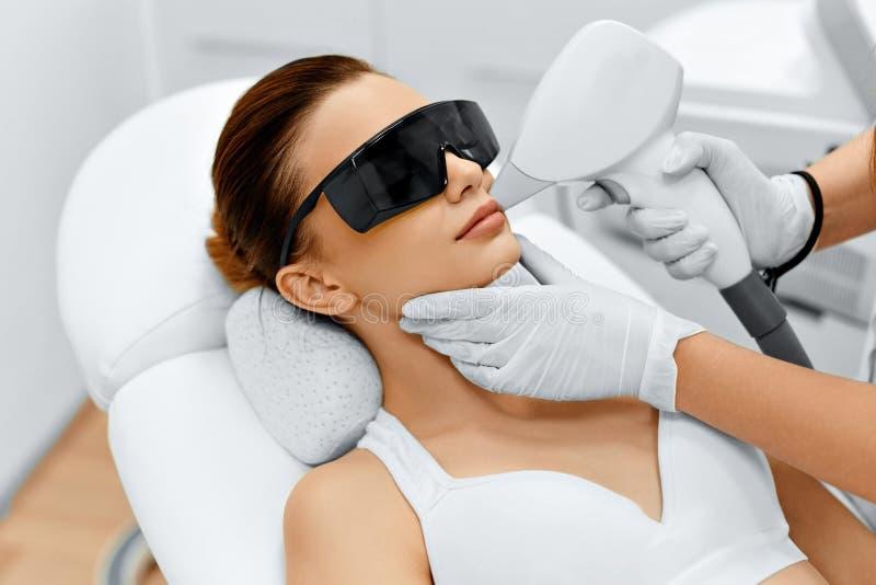 Cuidado da cara Remoção facial do cabelo do laser epilation Pele lisa imagem de stock royalty free