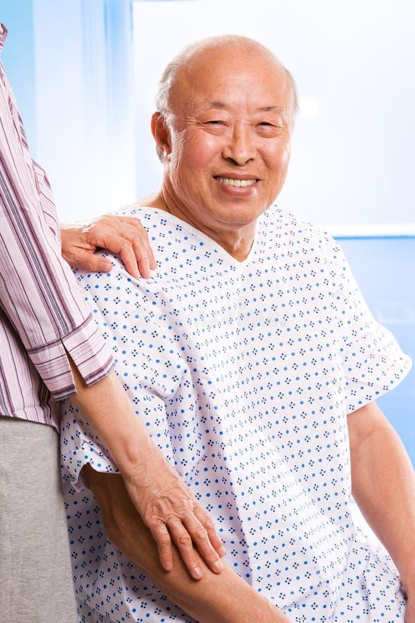 Cuidado médico asiático mayor imágenes de archivo libres de regalías