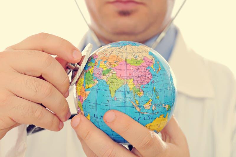 Download Cuidado médico global foto de archivo. Imagen de holding - 44858188