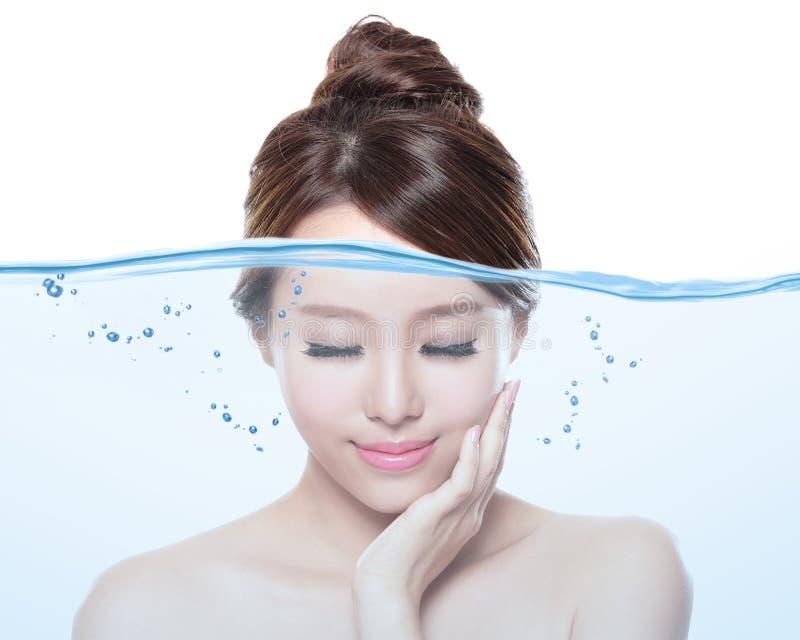 Cuidados com a pele da mulher e conceito do creme hidratante foto de stock royalty free