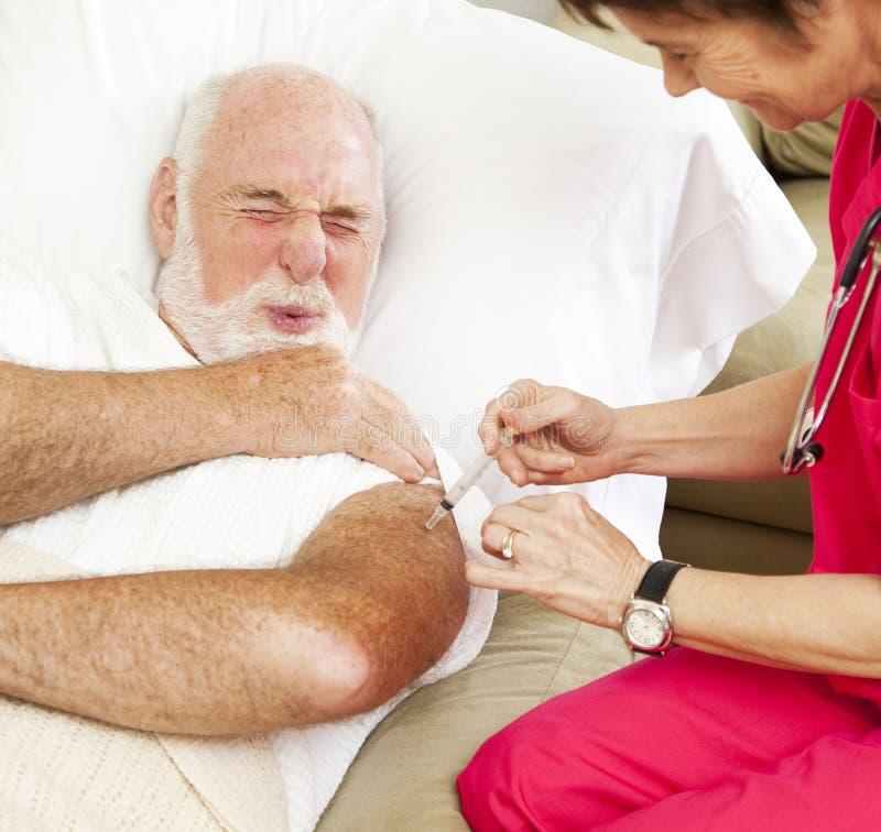 Cuidados médicos Home - injeção dolorosa imagem de stock royalty free