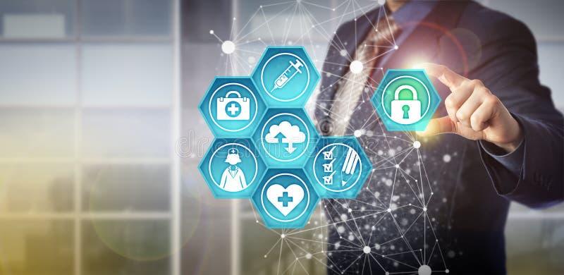 Cuidados médicos sem cara a TI de Adding Padlock To do gerente imagens de stock
