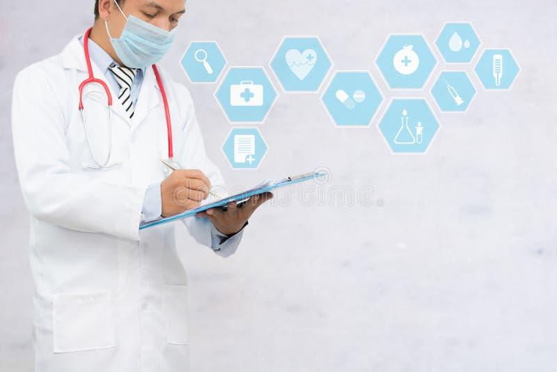 Cuide la escritura y el formulario del registraton del relleno, la atención sanitaria, médicos pacientes y tome el concepto del c fotografía de archivo