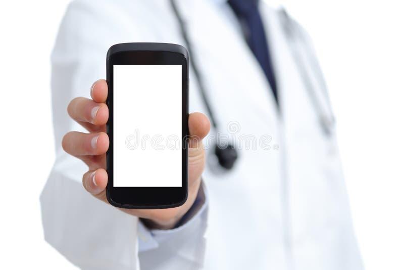Cuide la mano que muestra una pantalla elegante en blanco app del teléfono imagenes de archivo