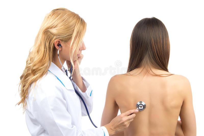 Cuide o cuide al paciente auscultating foto de archivo