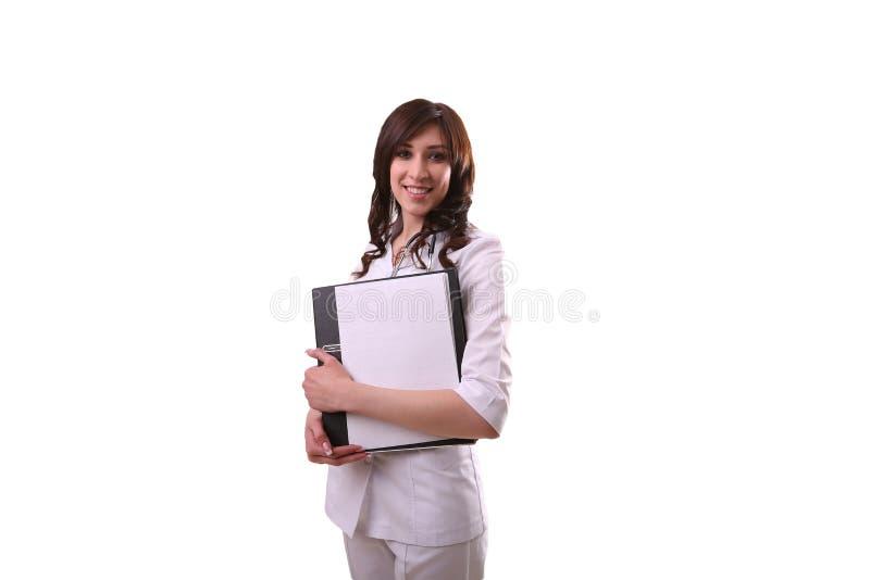 Cuide sostener una carpeta en manos y la sonrisa imagen de archivo