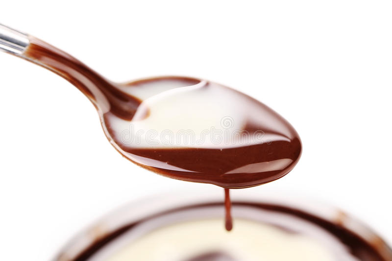 Cuillère avec du chocolat liquide. image libre de droits