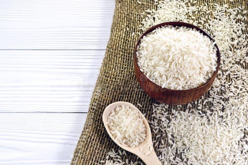 Cuillère avec du riz photographie stock libre de droits