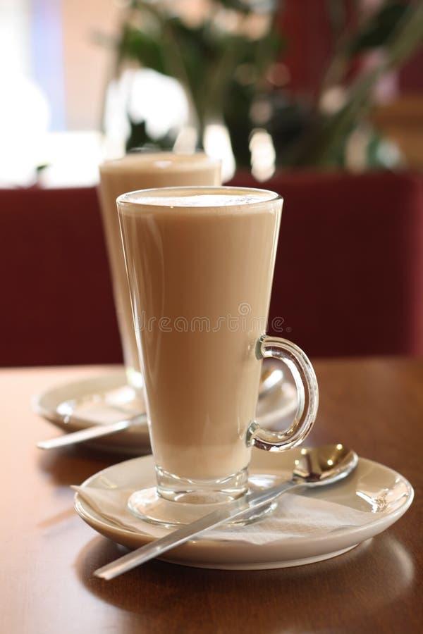 Cuillère de plaque de Latte de café de café images stock