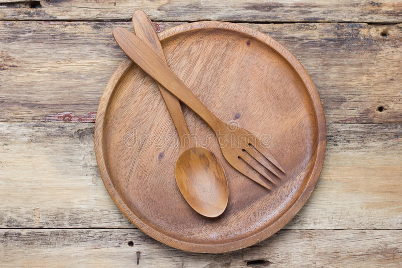 Cuillères en bois, plats en bois photos stock