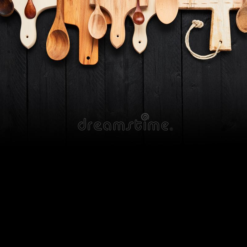 Cuillères et hachoirs en bois assortis photographie stock