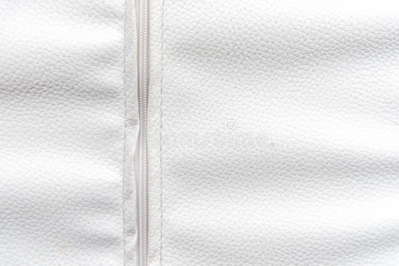 Cuir blanc avec le fond de fermeture éclair Papier peint et concept de texture image stock