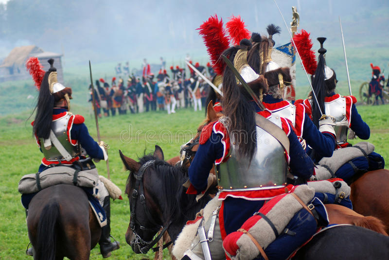 Cuirassiers à la reconstitution historique de bataille de Borodino en Russie image stock