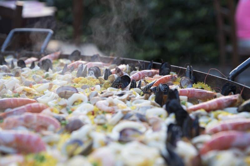 Cuire la Paella à la vapeur photographie stock