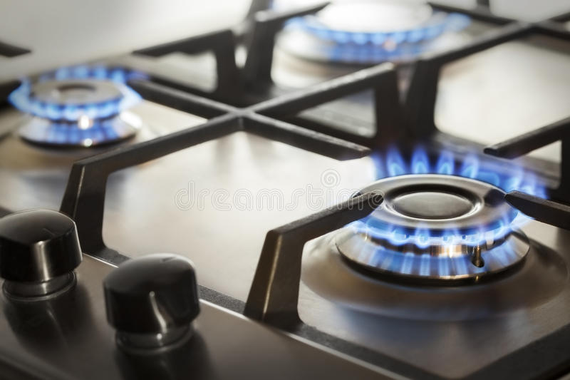 cuiseur de gaz avec du propane brûlant du feu image stock