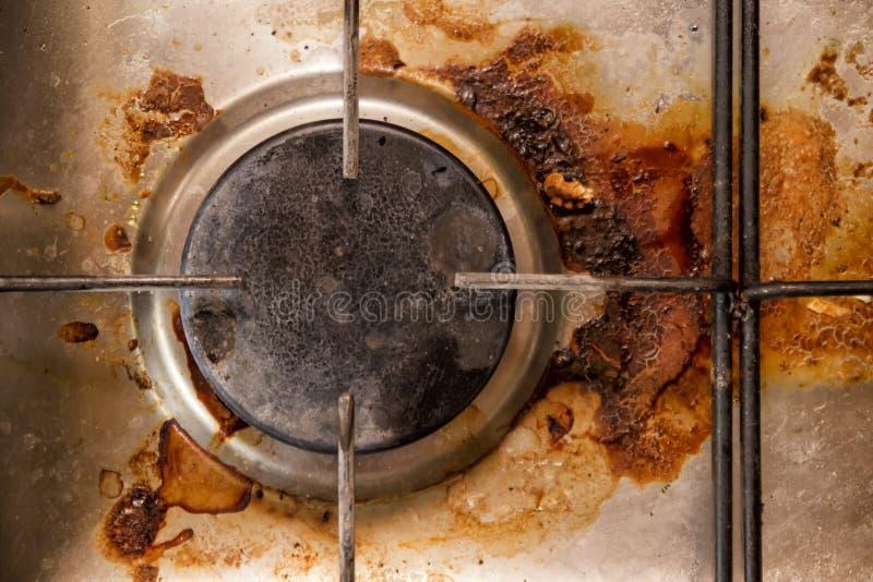 Cuiseur de gaz sale, vue en gros plan et supérieure image libre de droits