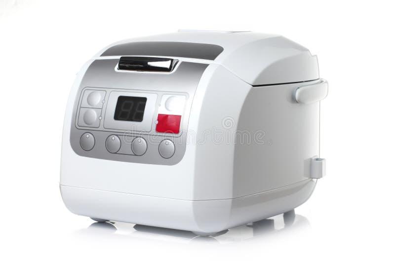 Cuiseur de riz électronique sur le fond blanc photos stock