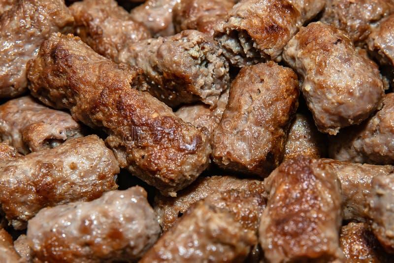 Cuisine balkanique Cevapi - plat grill? de viande hach?e images stock