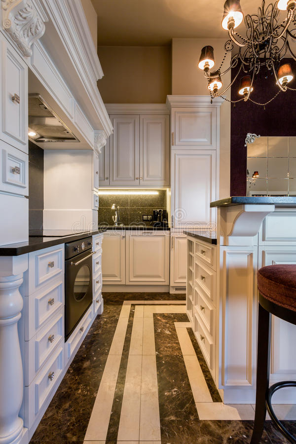 Cuisine Baroque En Appartement énorme Image stock - Image: 56340123