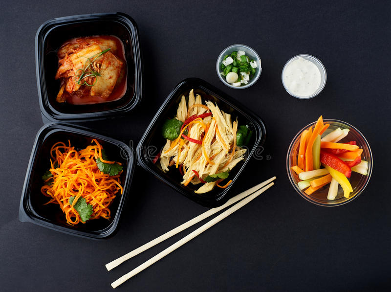 Cuisine coréenne Ensemble de salades images libres de droits