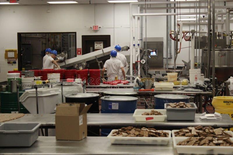 Cuisine d'usine de bonbons au chocolat à Ethel M images stock
