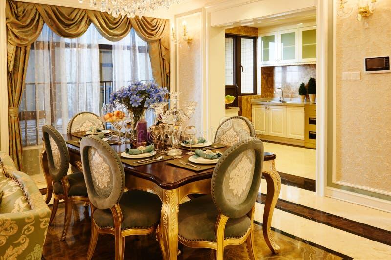 Cuisine de luxe et salle à manger photos libres de droits