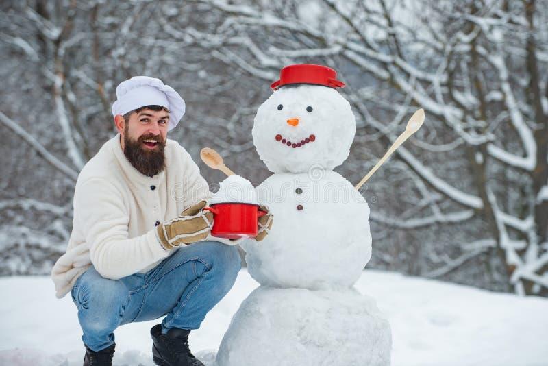 Cuisine de Noël Snowman et comiques chefs barbus amis Joyeux Noël et joies fêtes Menu Noël pour photo stock