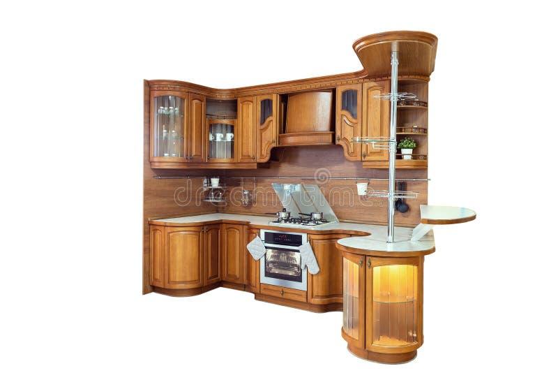 Cuisine en bois classique L'incorporation des solutions de conception moderne d'isolement sur le fond blanc photographie stock