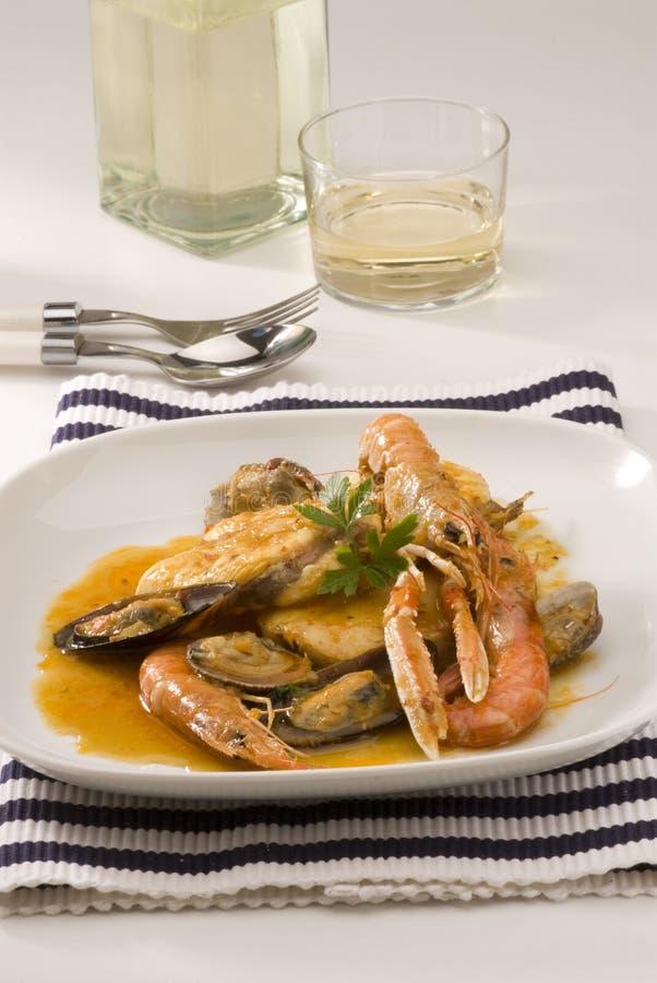 Cuisine espagnole. Ragoût de poissons catalan. photographie stock libre de droits