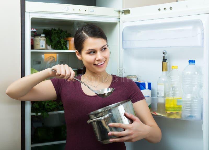 Cuisine gaie d'inl de saupoudrage de brune image libre de droits