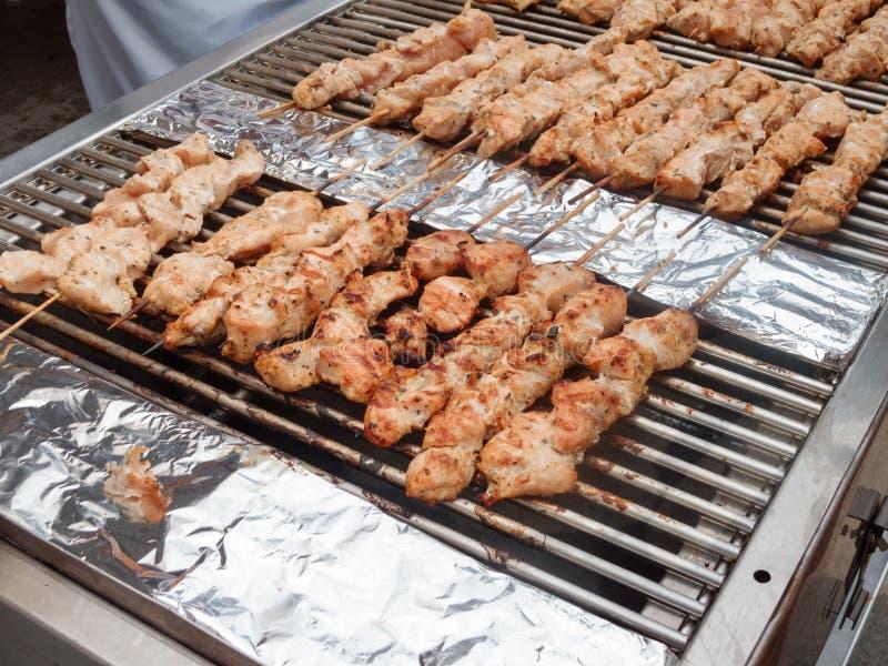 Cuisine grecque : Cuisson des kebabs photo libre de droits