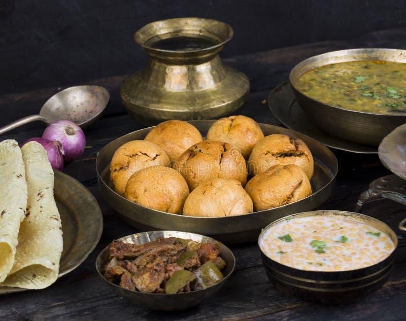 Cuisine indienne Dal Baati images libres de droits