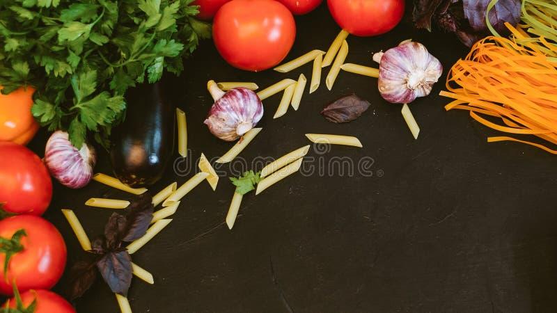Cuisine italienne ingrédients bio pâtes images stock