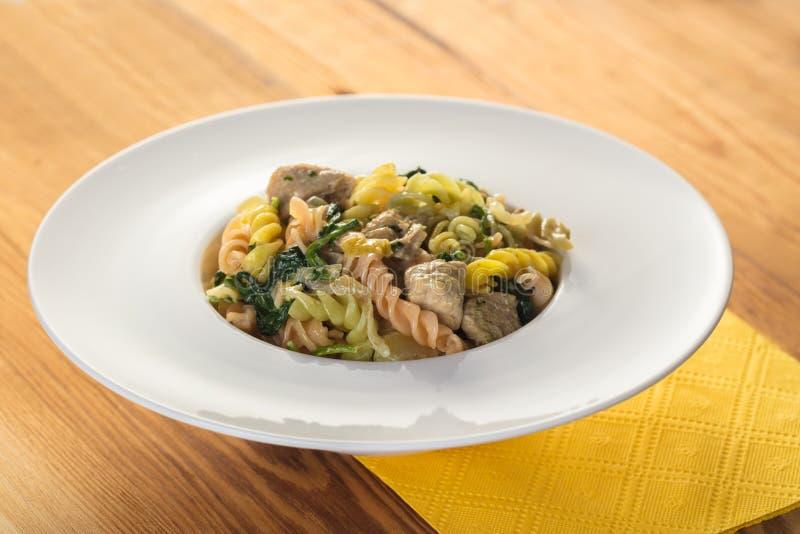 Cuisine italienne, pâtes colorées photo libre de droits