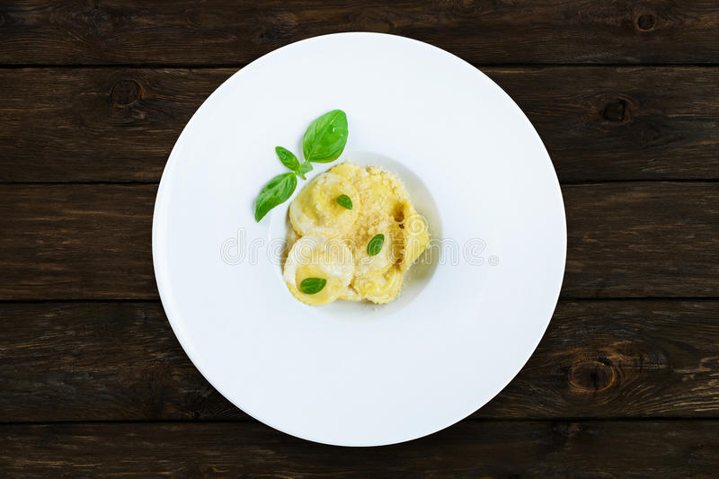 Cuisine italienne traditionnelle - ravioli photos stock