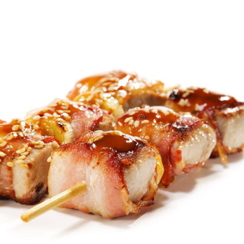 Cuisine japonaise - thon enveloppé en lard image libre de droits