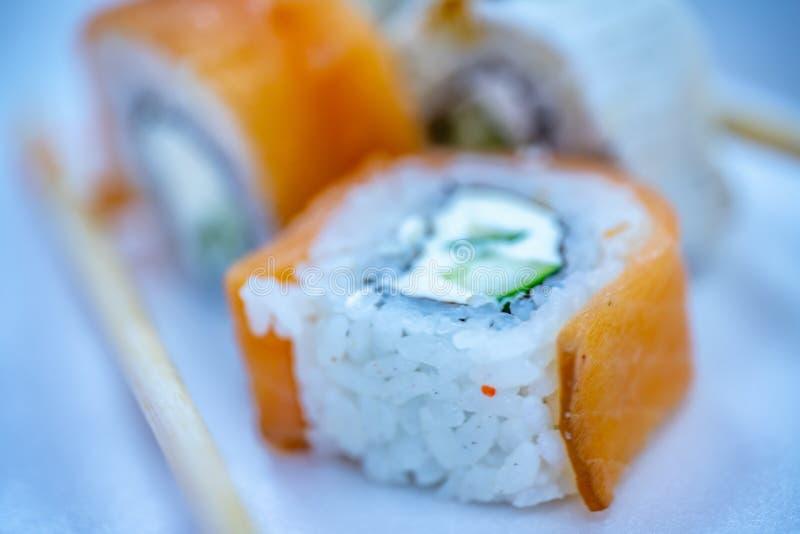Cuisine japonesa, Sushi, Filadélfia com pepino fotos de stock