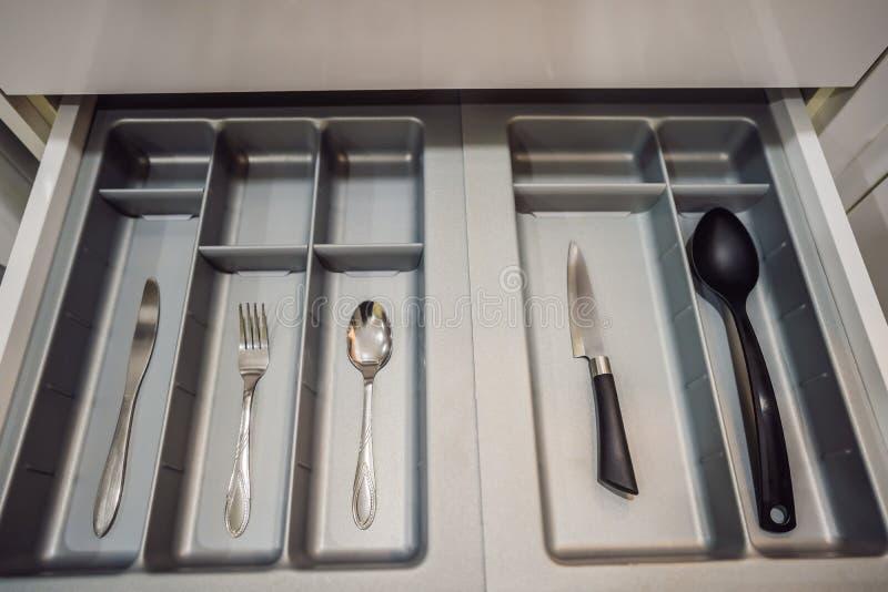 Cuisine minimaliste Seulement le plus nécessaire Cuill?re, fourchette, couteau photo stock