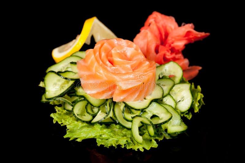 Cuisine populaire nationale japonaise Sushi, riz et poissons Savoureux, a admirablement servi la nourriture dans un restaurant, c images libres de droits