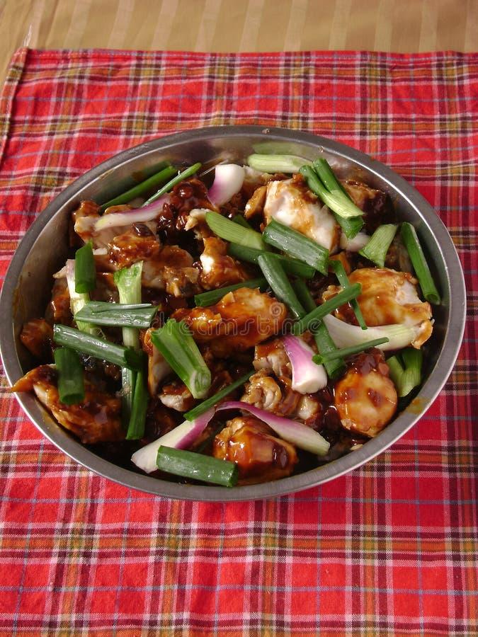 Cuisine privée chinoise de pièce - poisson frit avec de la sauce et le scallio image stock