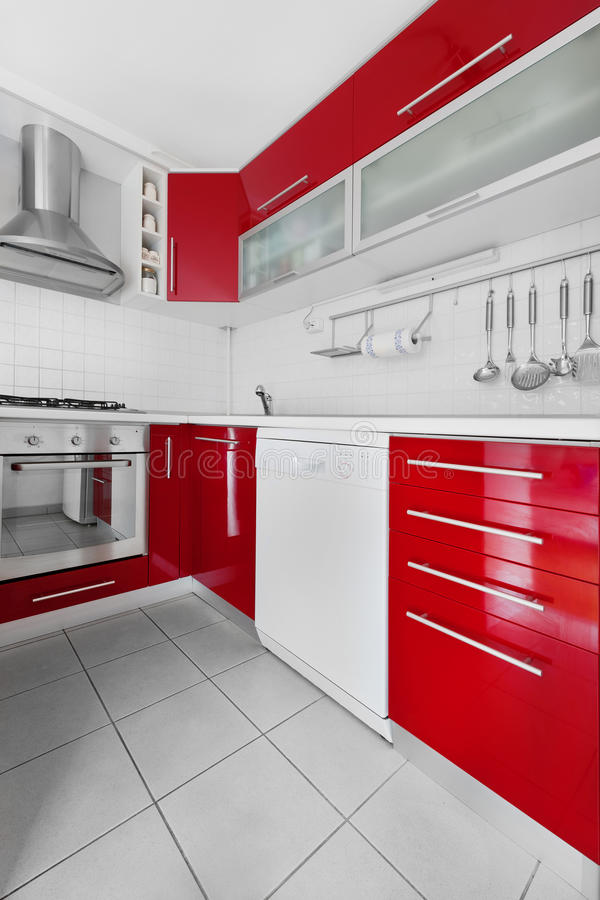 Cuisine rouge et blanche moderne photo stock image du - Cuisine rouge et blanche ...