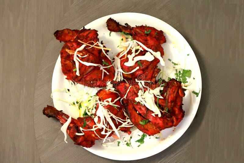 Cuisine tandoori et barbecue de poulet et complètement de nourriture de protéine image stock