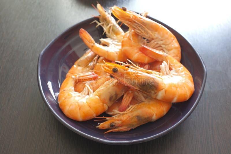 Cuisine thaïlandaise, crevettes roses cuites à la vapeur photos stock